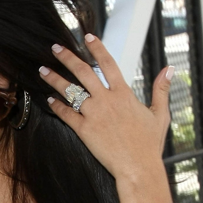 Pictures of Kim Kardashians Lorraine Schwartz Wedding Band