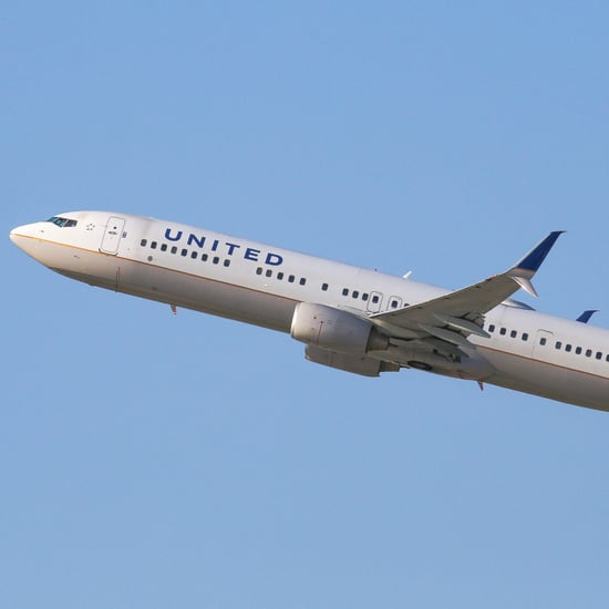 United Pulls Passenger Off Plane Video