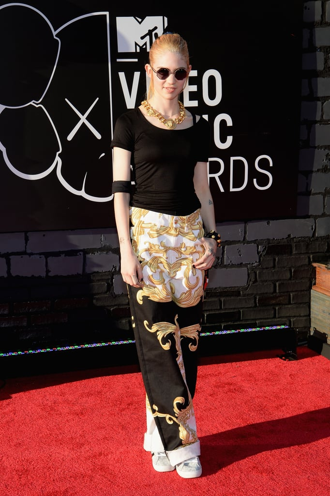 Grimes (Claire Boucher) sported some shades on the VMAs red carpet.