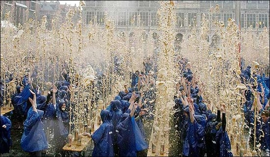 Daily Tech: Students Break Mentos and Coke World Record