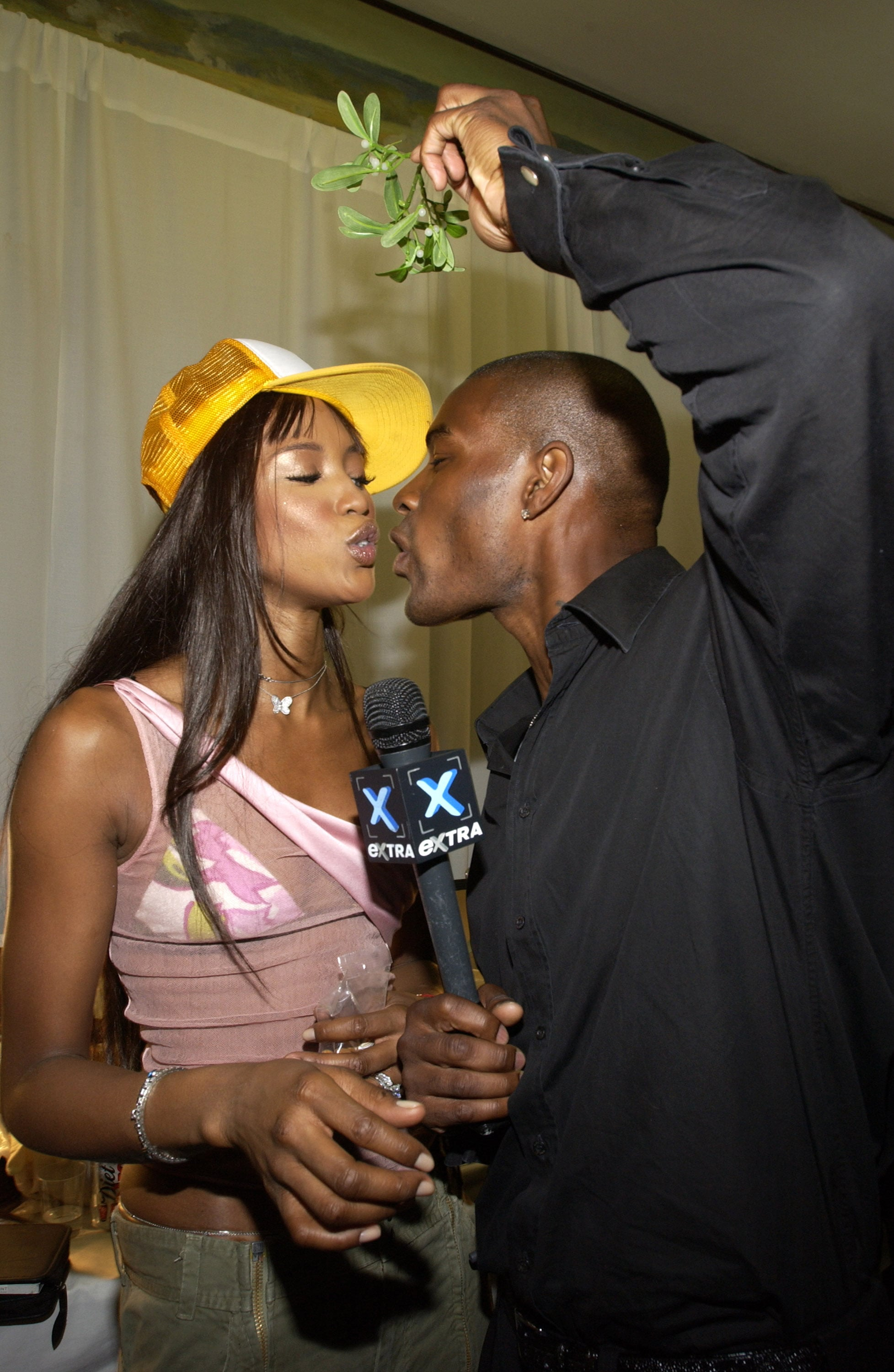 Things got romantic for Naomi Campbell and Tyson Beckford backstage in 2002.