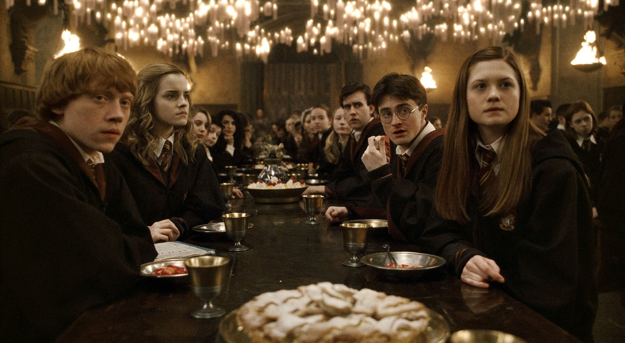 HARRY POTTER AND THE HALF-BLOOD PRINCE, Rupert Grint (left), Emma Watson (second from left), Matthew Lewis (third from right), Daniel Radcliffe (second from right), Bonnie Wright (right), 2009. Warner Bros./courtesy Everett Collection