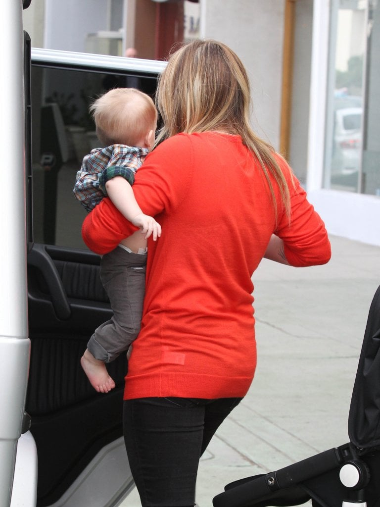 Hilary Duff loaded Luca Comrie back into the car.