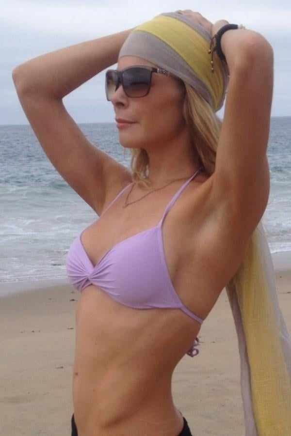LeAnn Rimes fit in bikini time on the beach.  Source: Twitter user leannrimes