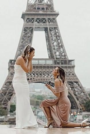 22 Beautiful Photos of Women Proposing