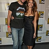 Dane Cook and Jessica Alba hugged on the red carpet in 2007.