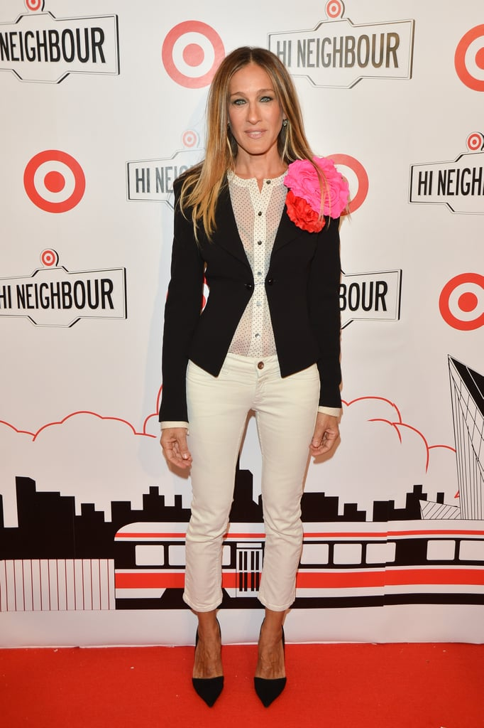 Sarah Jessica Parker wore white jeans and a big flower.