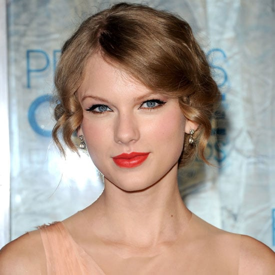 Get Taylor Swift's Signature Eye Makeup and Lipstick Look