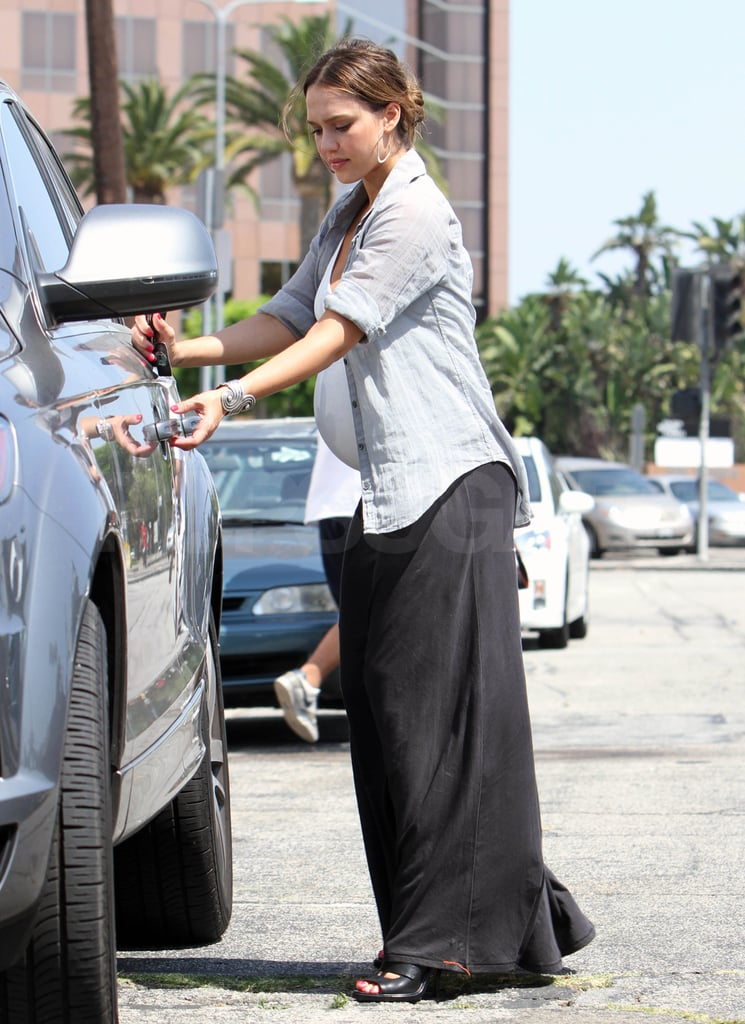Jessica Alba headed to her car.
