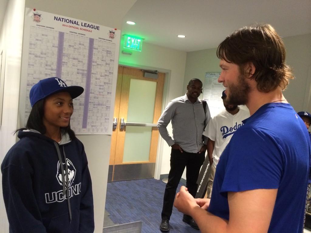 Little League Star Mo'ne Davis Signs Autographs For LA Dodgers, Continues to Be a Boss