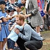 عندما عانق هاري هذا الفتى الصغير...