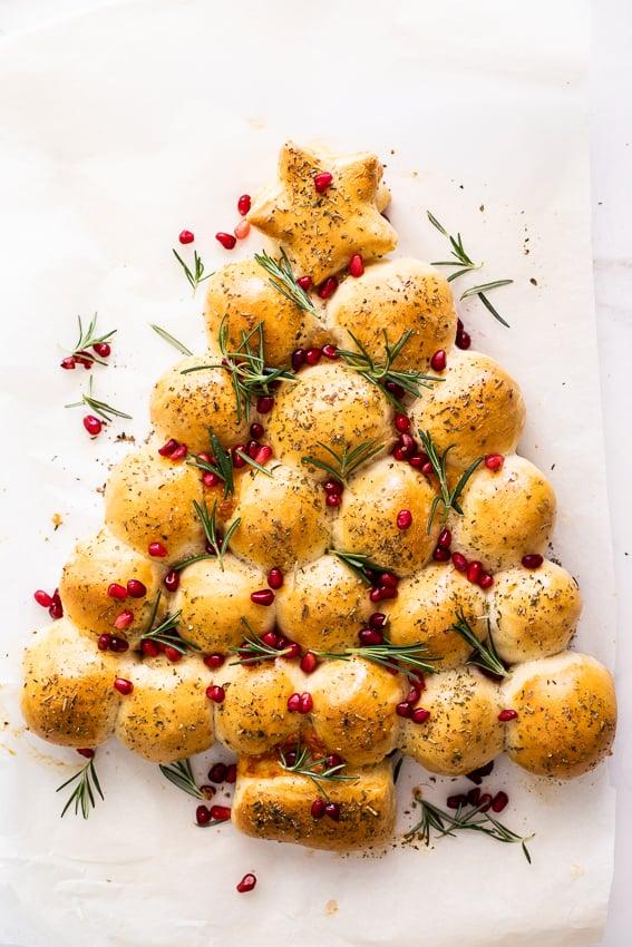 Cheesy Christmas Tree Pull Apart Bread