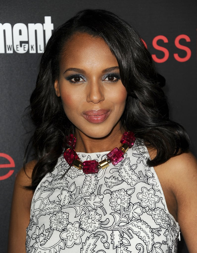 Kerry Washington maxed out her pregnancy glow a the Entertainment Weekly by adding a smoky gray eye shadow.
