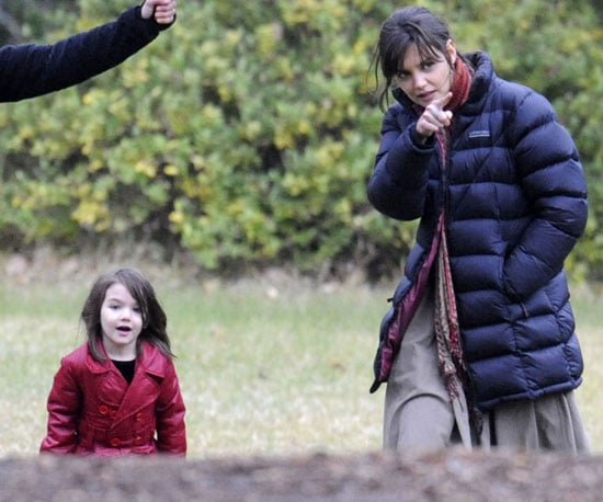 Photo Slide of Suri Cruise and Katie Holmes on the Melbourne Set of Don't Be Afraid of the Dark