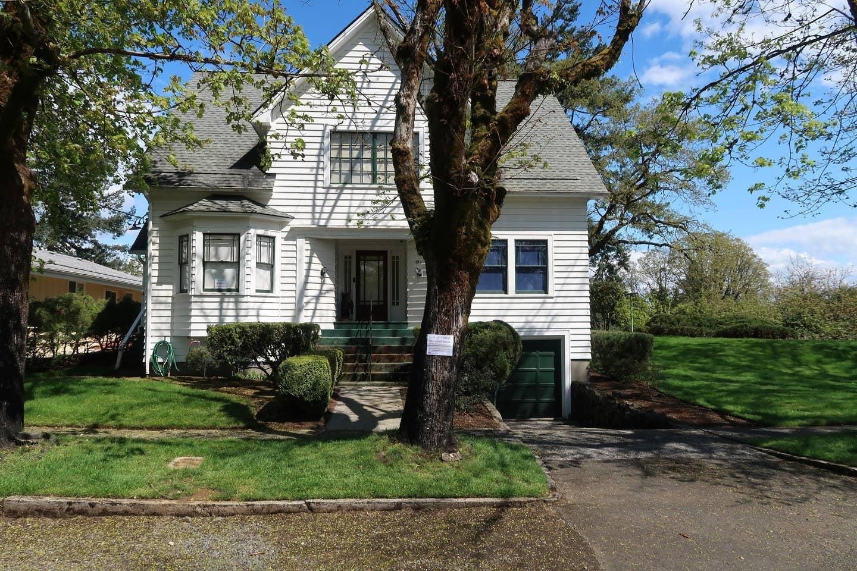 Twilight Swan House Airbnb Rental Popsugar Smart Living