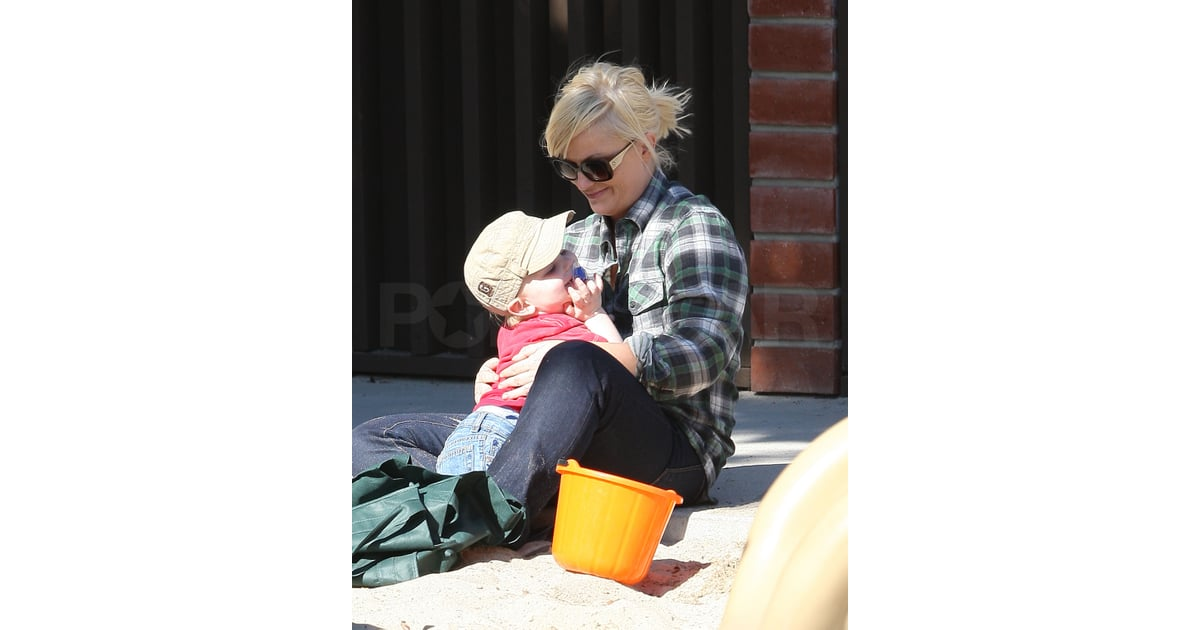 pictures of amy poehler with son archie arnett playing in