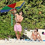 Olivia Palermo and boyfriend Johannes Huebl tried to fix their broken beach umbrella.