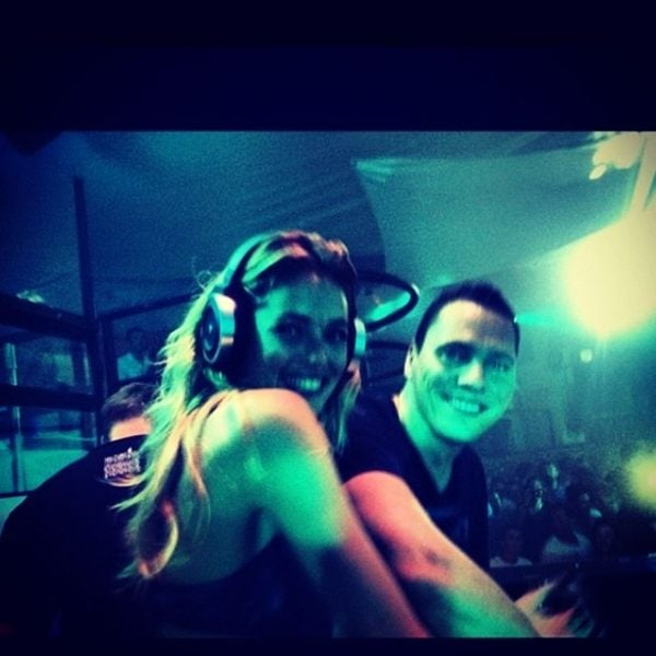 Doutzen Kroes got a deejaying lesson from Tiesto. Source: Twitter user Doutzen
