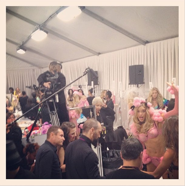 The mahem backstage. That crazy kid far right is Doutzen Kroes. Twitter user: @mirandakerrverified