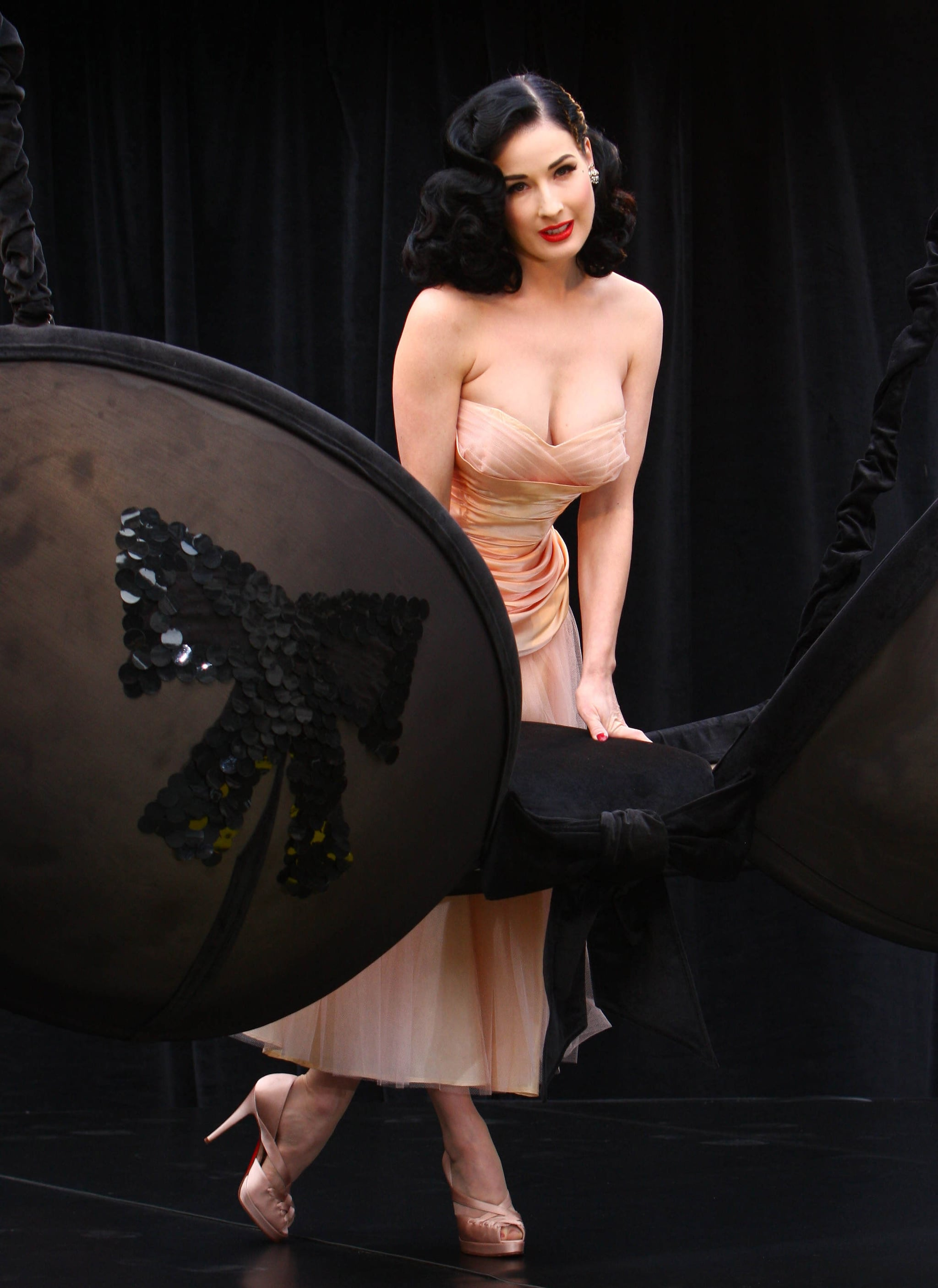 photos of dita von teese promoting her new wonderbra lingerie range in london popsugar. Black Bedroom Furniture Sets. Home Design Ideas