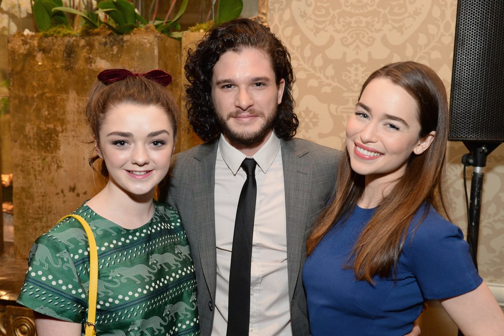 Conventions et autres sorties Kit-Emilia-posed-picture-costar-Maisie-Williams