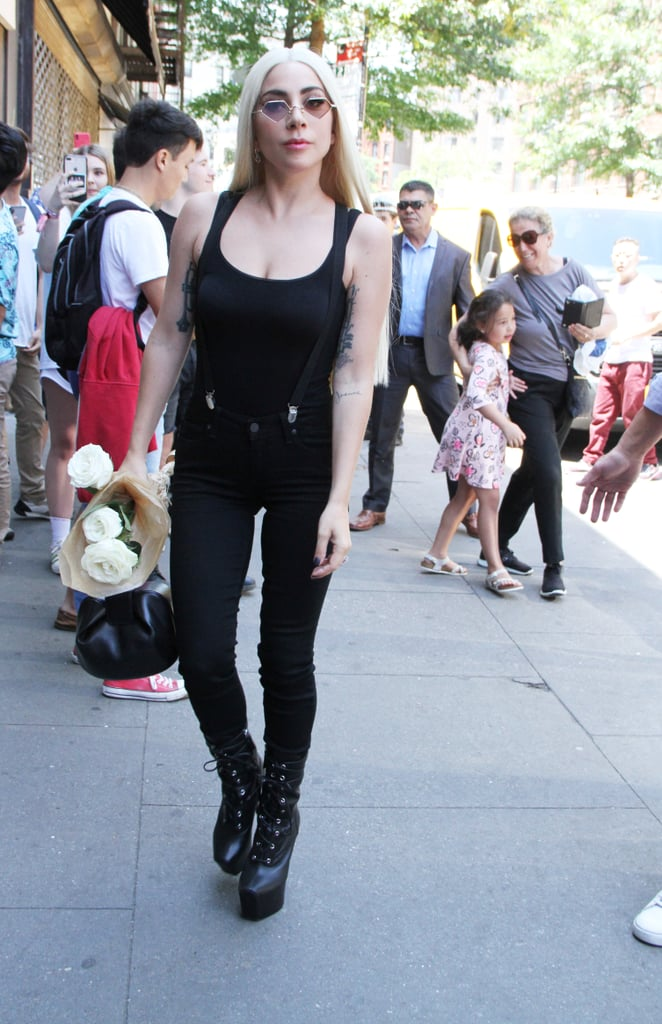 Looking effortless in a casual head-to-toe black outfit.
