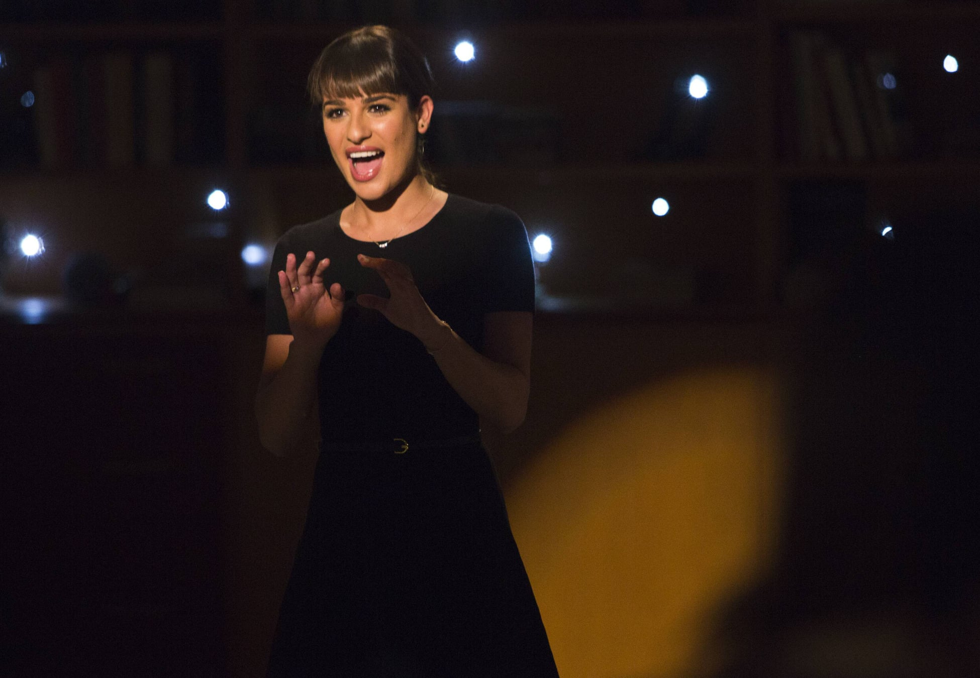 Rachel (Lea Michele) returns to McKinley High in the episode.