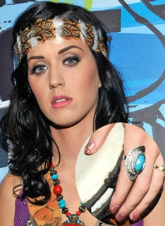 Katy Perry Teen Choice Awards Nail Polish Pictures 2010-08-09 11:00:50