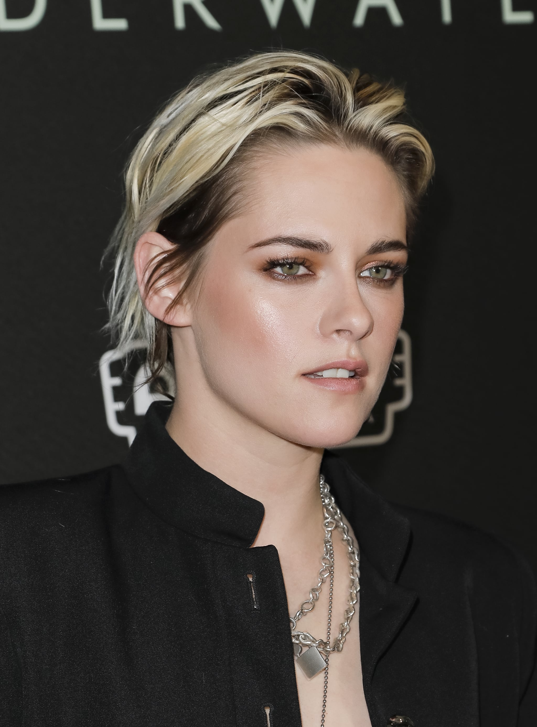 Makeup Beauty Hair Skin Yep Kristen Stewart S New Blond Hair Color Is A Total Mess And That S The Point Popsugar Beauty Middle East Photo 5