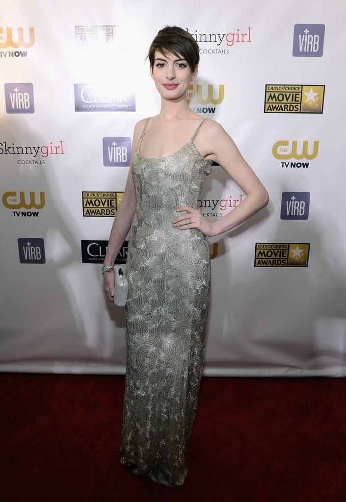 Anne Hathaway wore a metallic gold Oscar de la Renta gown.
