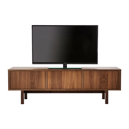 One of the reasons Gwyneth's apartment is so cool is that features an eclectic mix of design styles but maintains a cohesive look by sticking to a soft and airy color palette.  Case in point: the mid-century modern console in the living room, similar to this mid-century modern TV console ($349).