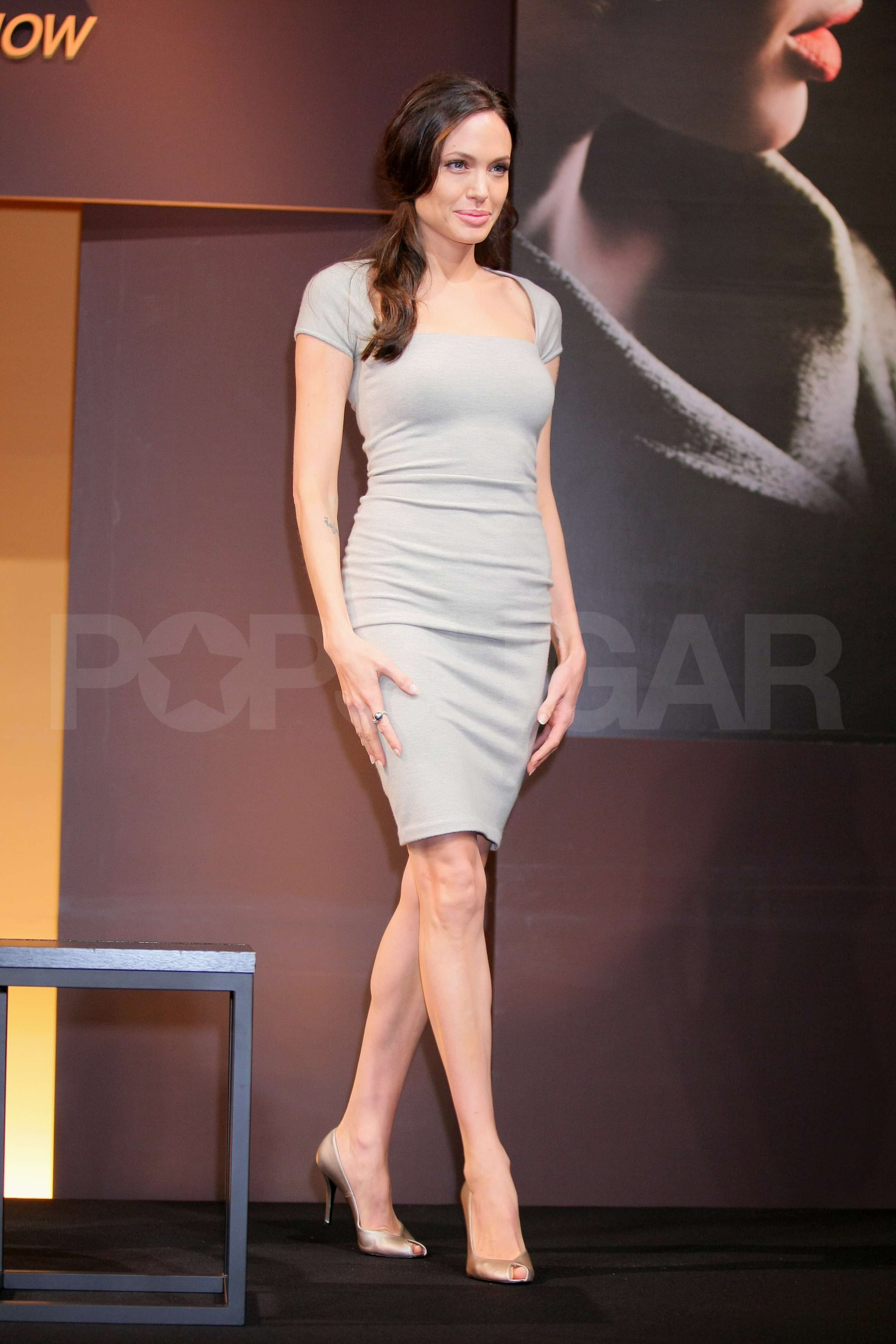 Photos of Angelina Jolie Promoting Changeling in Tokyo ... анджелина джоли