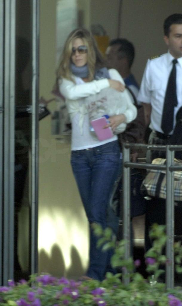 Jennifer Aniston Arrives in Cabo