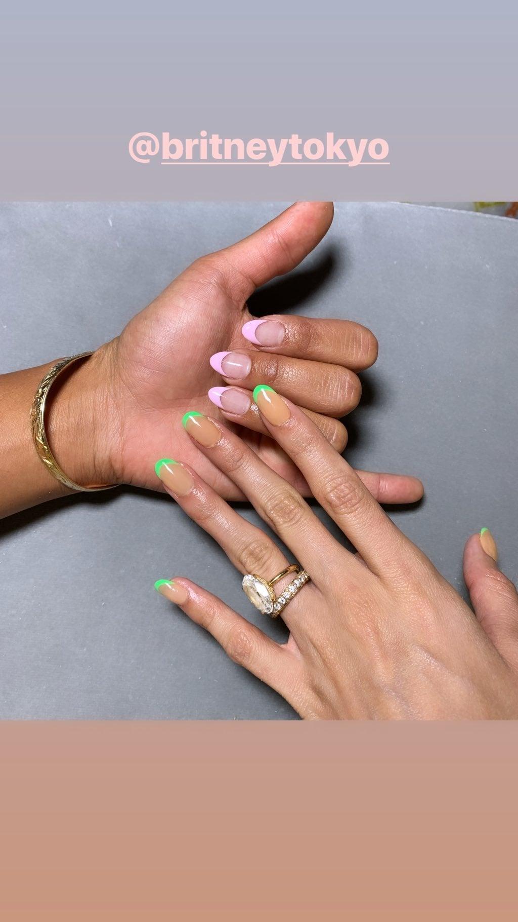 French nails rosu