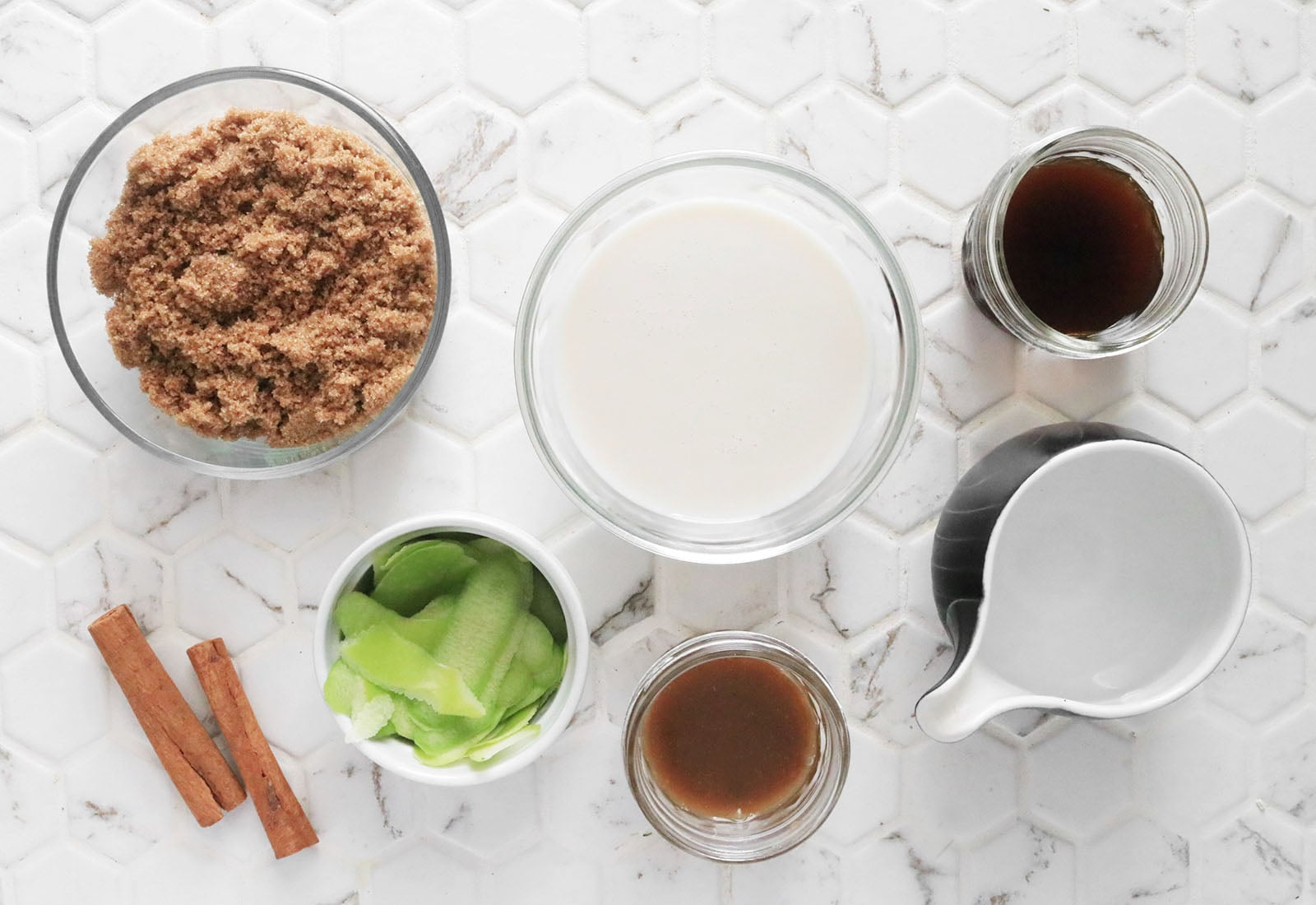 Ingredients for apple crisp macchiato