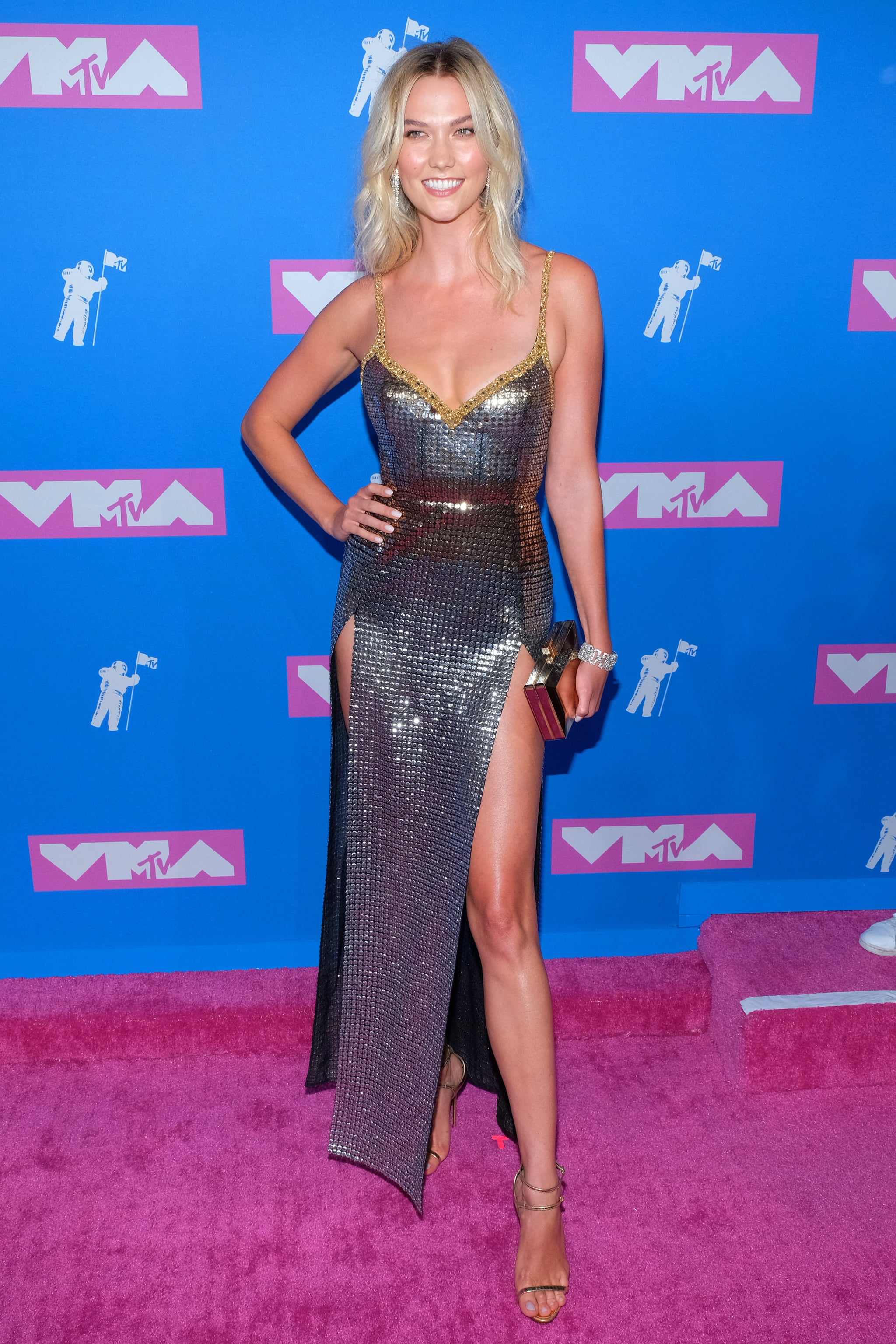 Karlie Kloss The Vmas Brought A Heavy Dose Of Sexy To The Red Carpet See The Hottest Dresses Popsugar Fashion Photo 15