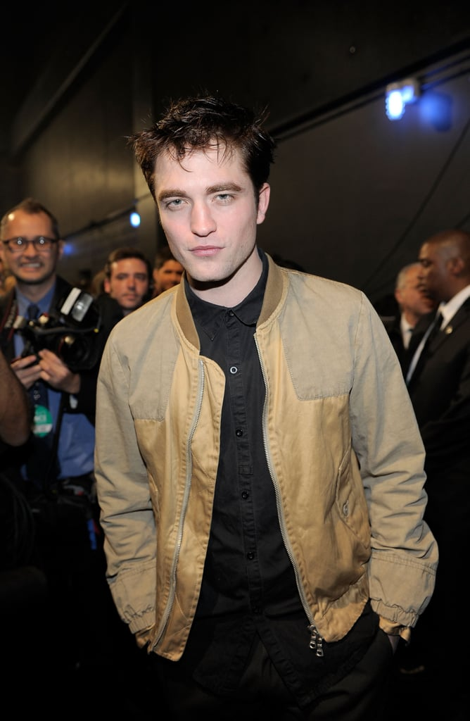 Pictures of Robert Pattinson at 2011 People's Choice Awards 2011-01-05 20:43:54
