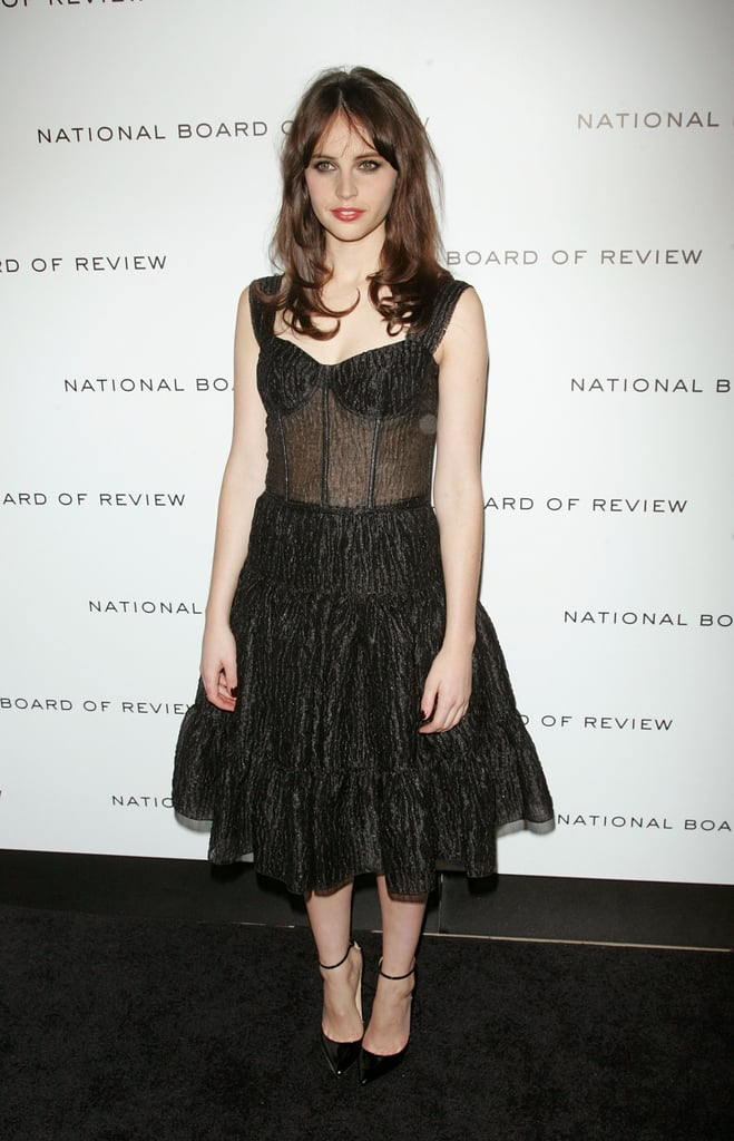 Felicity Jones had smoky eyes on the black carpet.
