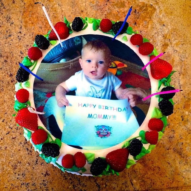 Fergie had a cake with Axl on it, on which he holds an equally cute second birthday sign. Source: Instagram user fergie