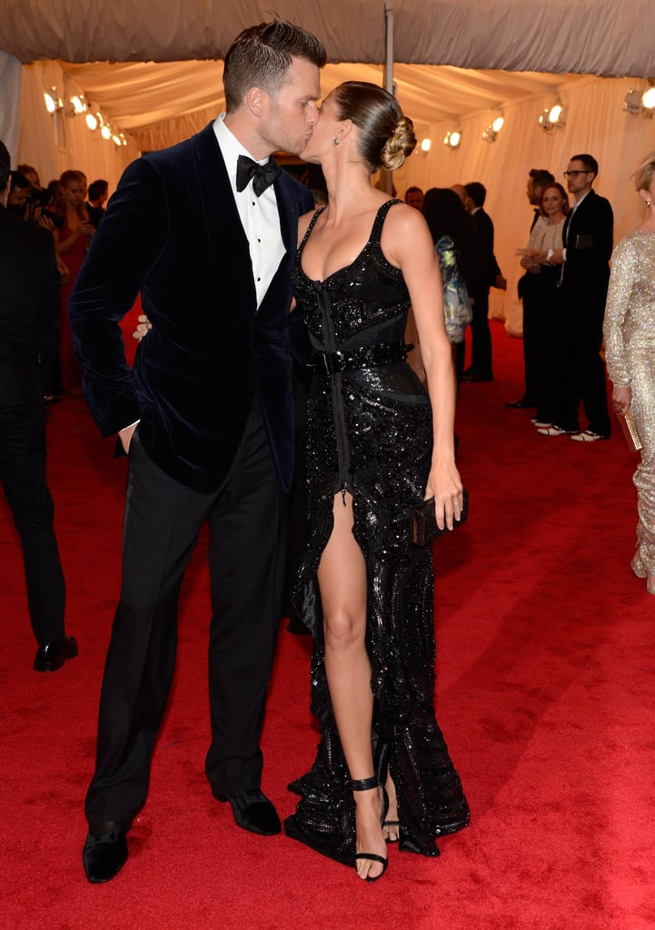 Gisele Bundchen and Tom Brady shared a sweet kiss on the red carpet.