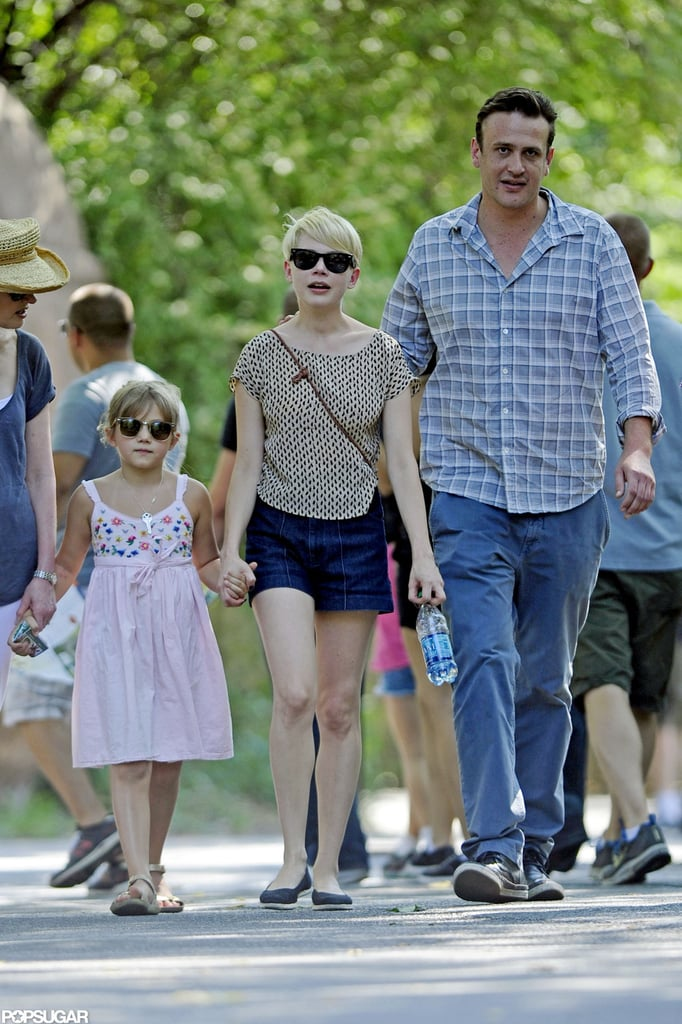 Michelle Williams and Jason Segel accompanied Matilda Ledger to the zoo.