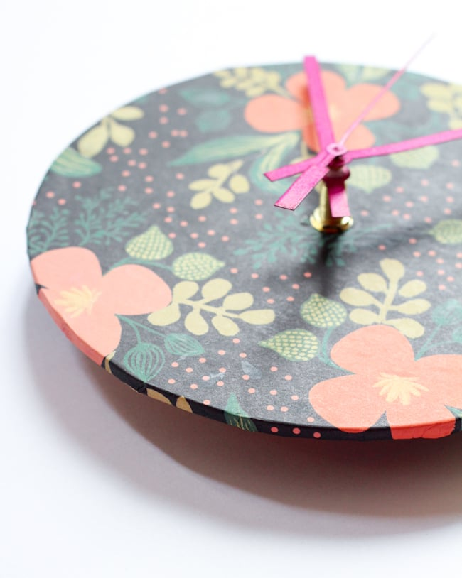 Wrapping-Paper Clock