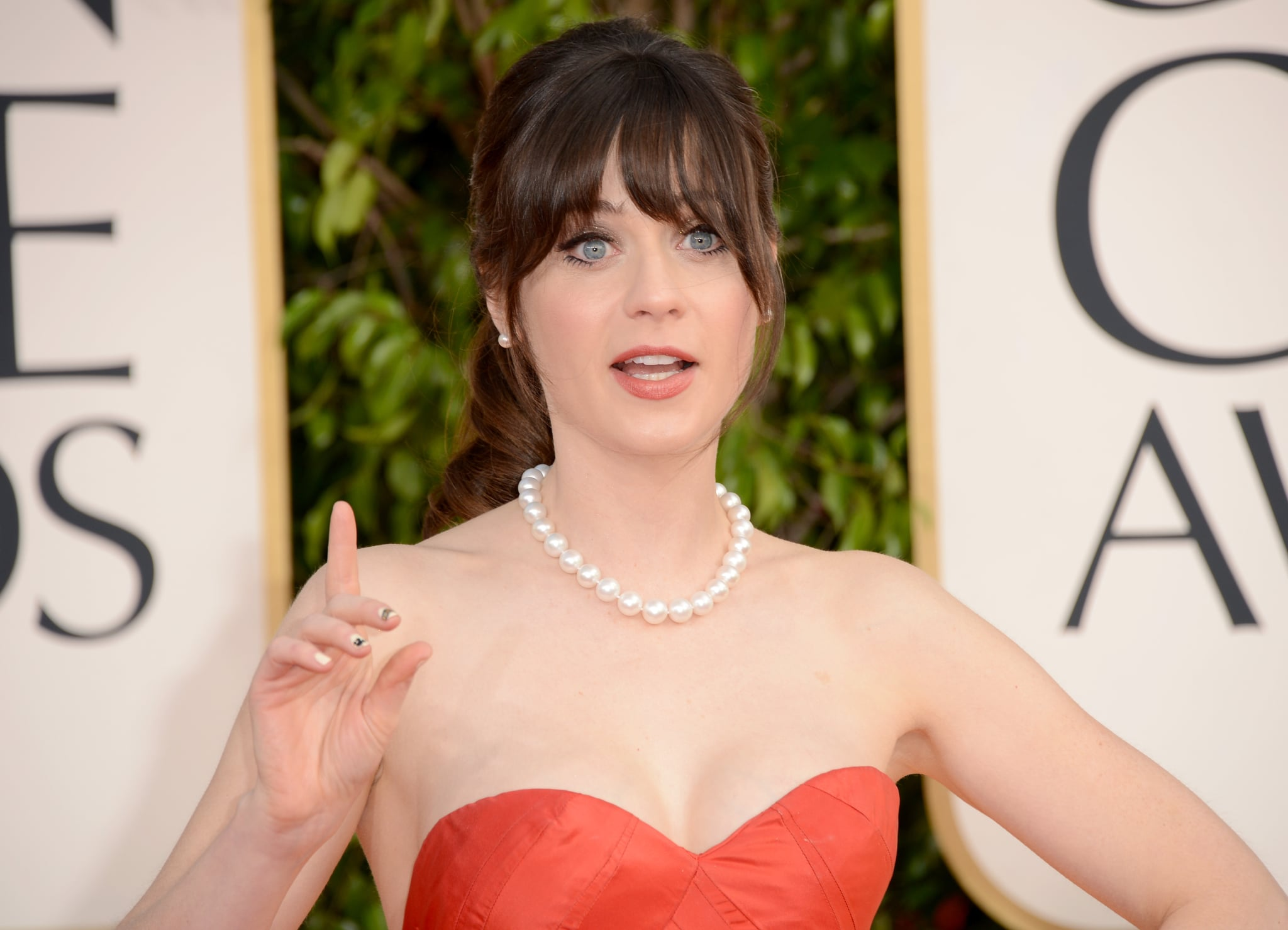 Funny girl Zooey Deschanel rocked red for the 2013 Golden Globes.