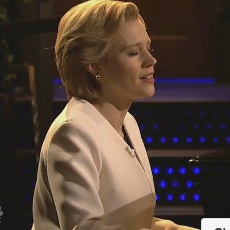 """Kate McKinnon as Hillary Clinton Sings """"Hallelujah"""" on SNL"""