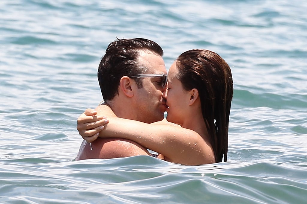 Olivia Wilde and Jason Sudeikis kissed in Hawaii in June 2013.