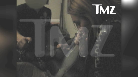 Video of Miley Cyrus Smoking From a Bong 2010-12-10 10:01:12