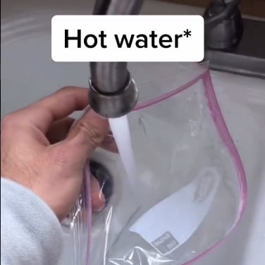 This Hot-Water Hack For Defrosting Your Windshield Is Genius