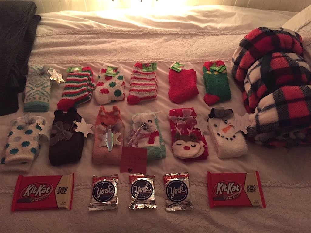 Her boyfriend planted another sticky note among the gifts to explain why he chose to surprise her with such a plethora of socks.
