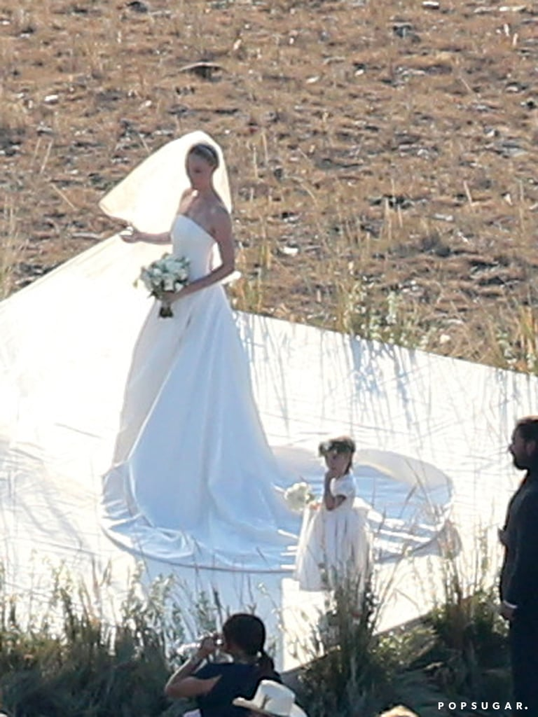 Kate Bosworth's flower girl wore white.