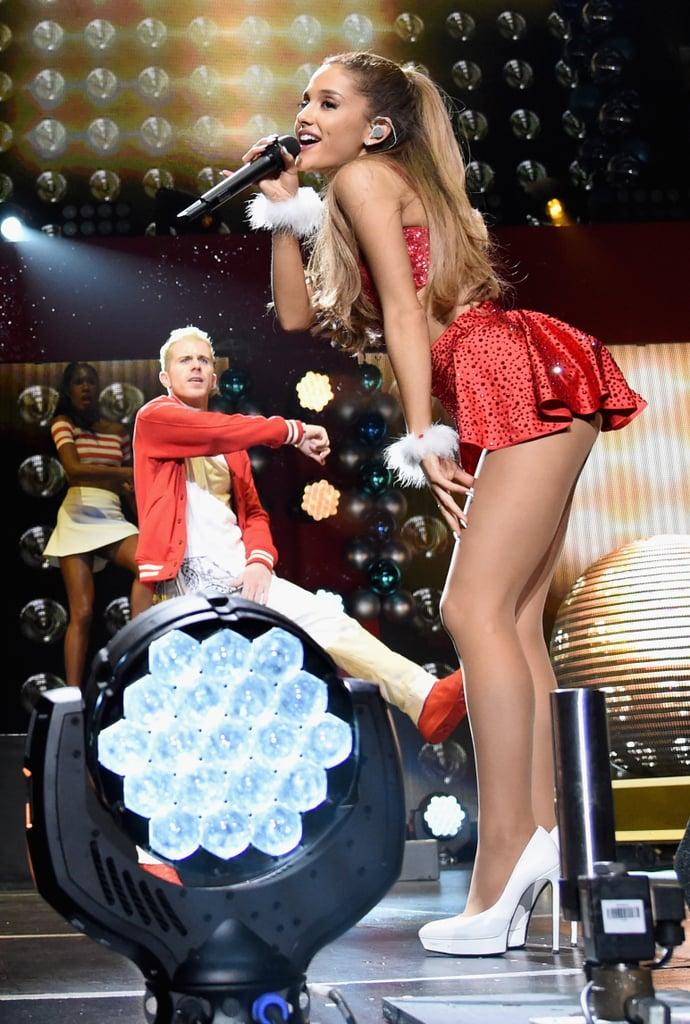 Ariana-Grande-Big-Sean-Show-Sweet-PDA-St